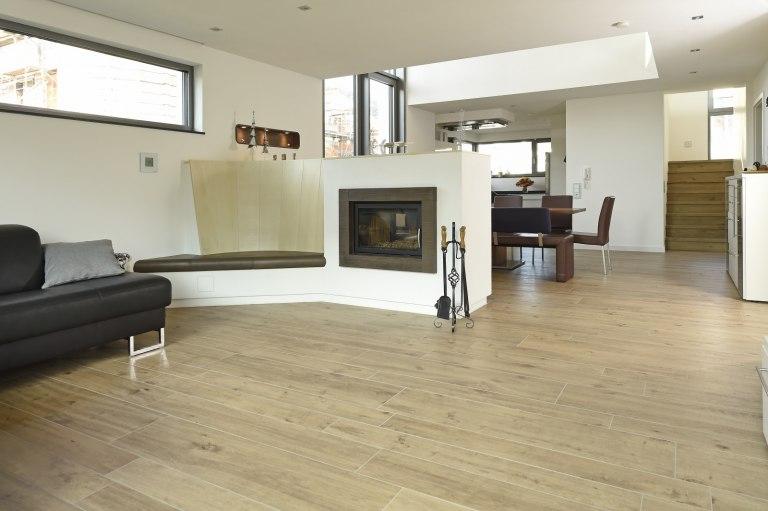 wohnen und k che arnold wohlf hlen mit fen und fliesen. Black Bedroom Furniture Sets. Home Design Ideas